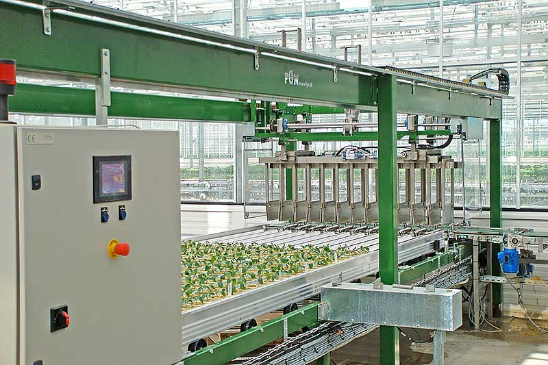 Robotter til mobilborde sætter potteplanter på den smalle led af bordet