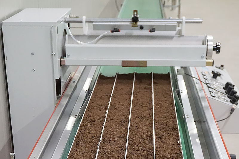 Seeding machine for horticulture