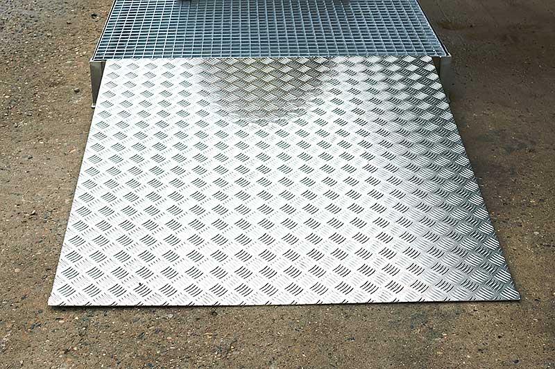 Stationær vaskeplads med rampe i rustfrit stål