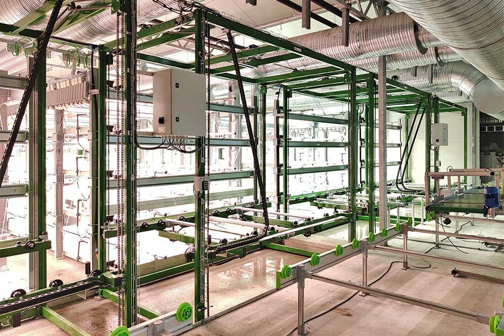 Vertical farming anlæg med 4 produktionslinjer